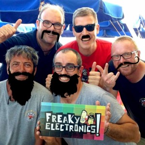 FreakyElectronics! - Amics, famílies i hipsters