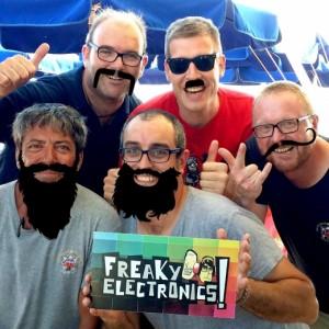 FreakyElectronics! - Amics, famílies i hipsters