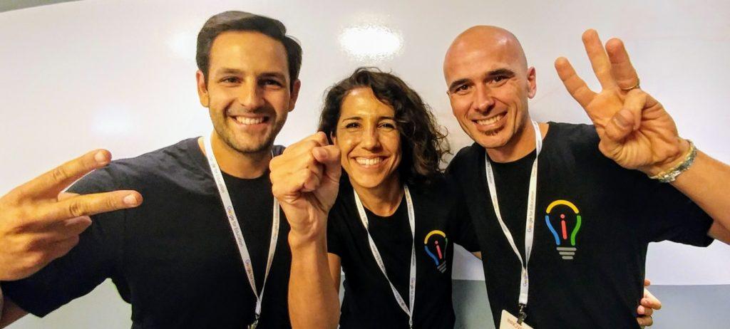 """Carlos, Maria y Vicenç, los finalistas en la habitual partida de Stone, Paper, Scissors que organizé para demostrar que es """"The magic of Play""""."""