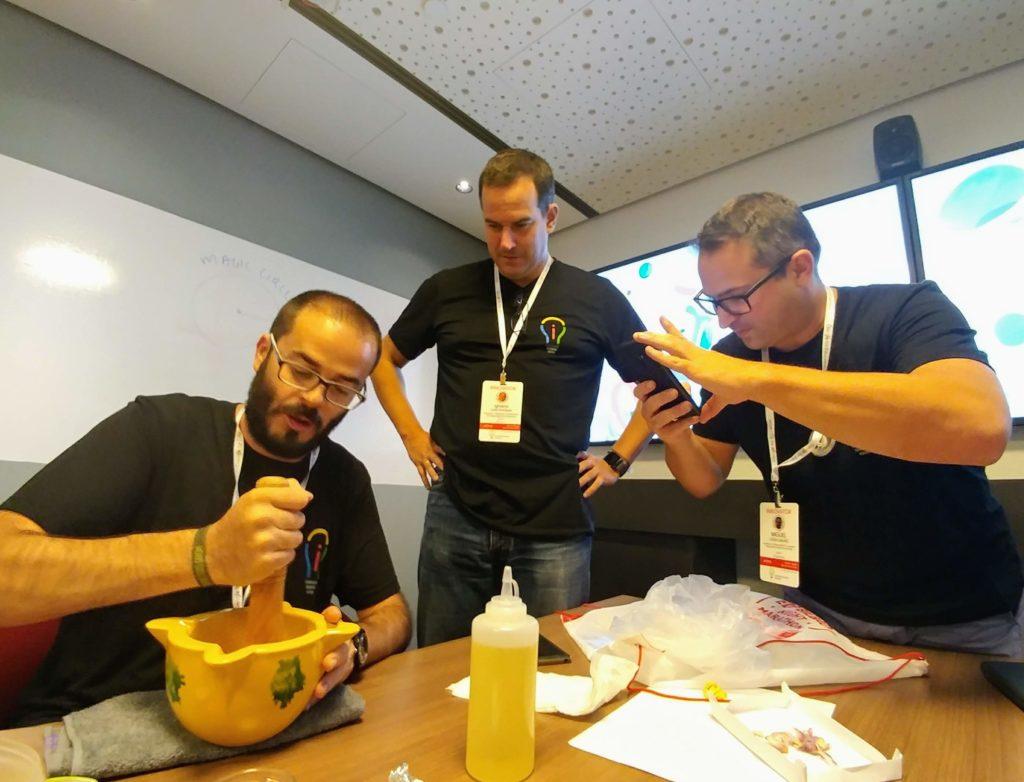 Probablemente uno de los momentos mágicos de la Academia, Javier, Nacho y Miguel, rompiendo moldes en cuanto a la innovación educativa.