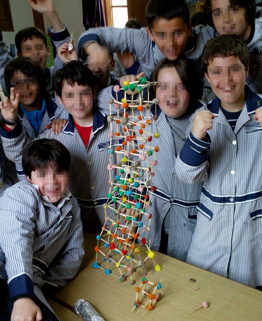¿Cómo construir la estructura más alta en un tiempo determinado?